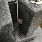 黒石市・保福寺にてお墓についた蜂の巣を駆除してきました