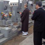 寺院墓地にて納骨のお手伝いをしてきました。